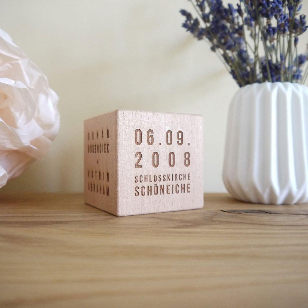 22 personalisierte geschenke zur hochzeit fancy gifts. Black Bedroom Furniture Sets. Home Design Ideas